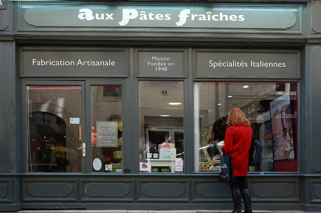 Aux Pâtes Fraîches Nîmes vend des pâtes fraîches italiennes artisanales, des spécialités italiennes et autres produits issus du terroir italien dans l'épicerie italienne du centre-ville.( ® SAAM-Fabrice Chort)