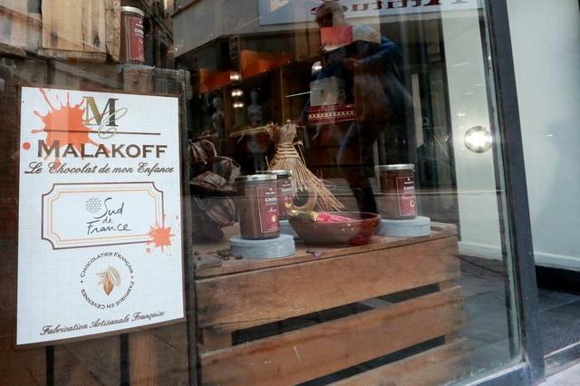 Quand j'étais petit Chocolat Nîmes propose des chocolats Malakoff ainsi que des produits d'épicerie fine pour les gourmands, au centre-ville.(® networld-fabrice chort)