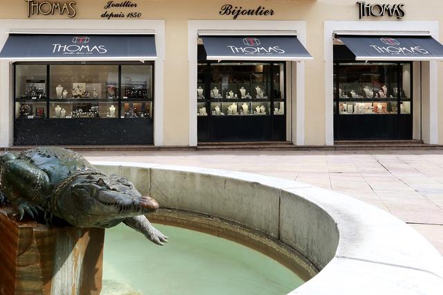 Bijouterie Thomas Joaillier Nîmes en centre-ville propose des bijoux, de la joaillerie, des montres ainsi qu'un service de création et de réparation.(® SAAM-fabrice Chort)