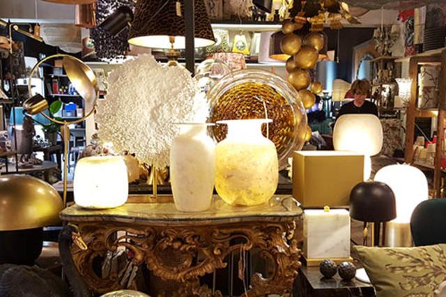 Galerie Jean Louis Fages à Nîmes propose un grand choix de luminaires et d'objets déco dans sa boutique en centre-ville.