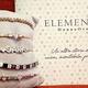 Trouvez les idées-cadeau pour la Fête des Mères à Nîmes à la bijouterie Thomas, comme des bracelets élégants personnalisables.