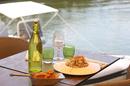 Le Dauphin Grau du Roi propose une belle terrasse de restaurant sur les quais (® SAAM-fabrice Chort)